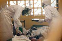 En patient vårdas på ett sjukhus i Liberia.