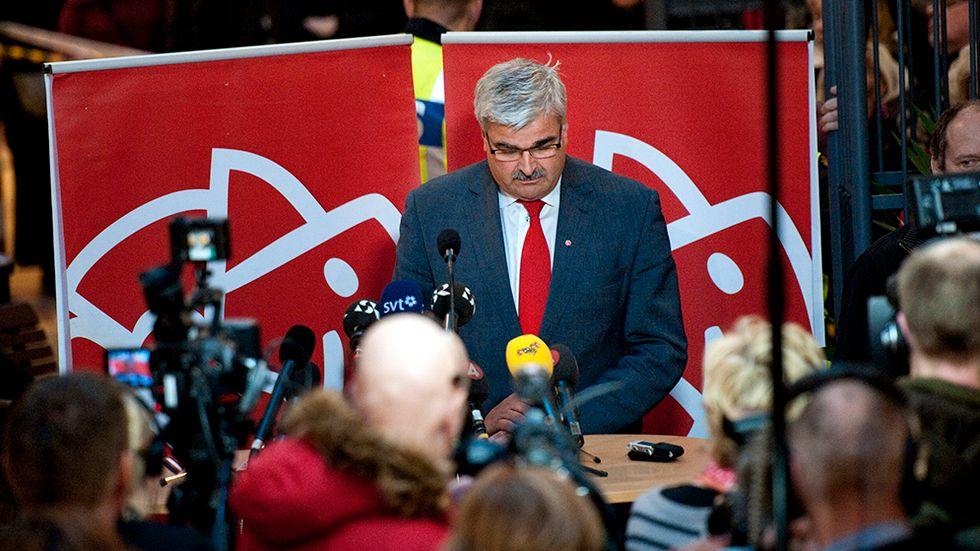 """""""Jag är född socialdemokrat och kommer att dö socialdemokrat.""""   Håkan Juholt i sitt avgångstal på ett köpcentrum i Oskarshamn den 21 januari 2012."""
