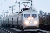 Ett X2000-tåg passerar Station Rosengård i Malmö. Arkivbild.