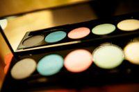 Flera stora kosmetikaproducenter lovar att ändra produktionen. Bilden är en genrebild. Arkivbild.