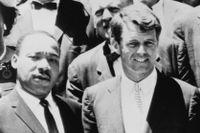 Martin Luther King och Robert Kennedy fotograferade i samband med ett möte i Vita huset 1963, fem år innan de båda mördades.