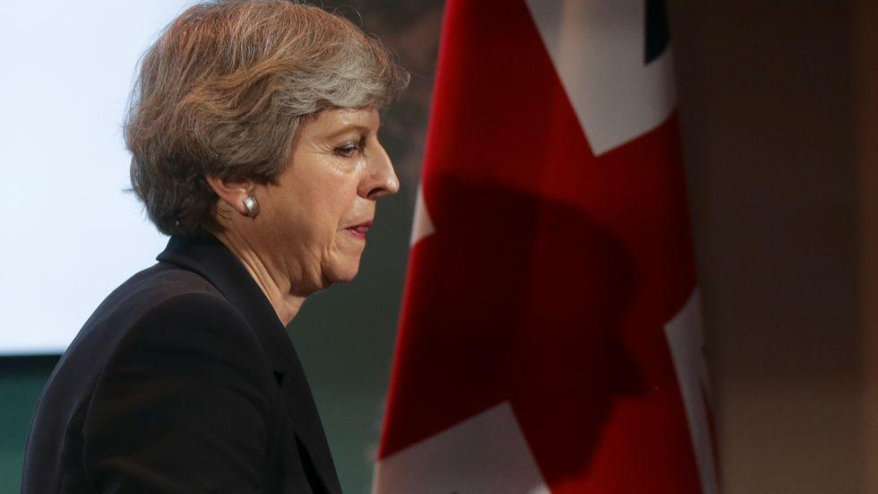 Storbritanniens premiärminister Theresa May tog tillfället i akt efter terrordådet i Manchester och krävde tuffare regler som tvingar internetleverantörer att ta bort extremistiskt material.