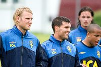 U21-landslaget påbörjade på fredagen sitt läger inför EM i hällande regn i Båstad. Här syns Ola Toivonen, Labinot Harbuzi, Martin Olsson med flera.