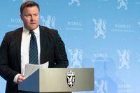 Espen Rostrup Nakstad, biträdande chef på myndigheten Helsedirektoratet, under en presskonferens om coronasituationen på tisdagen.