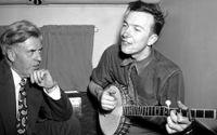 Har man förlorat jobbet till en robot kan man exempelvis koncentrera sig på att lära sig spela banjo. Här är det Pete Seeger som spelar banjo 1948.