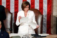 Talmannen Nancy Pelosi river sönder Donald Trumps tal.