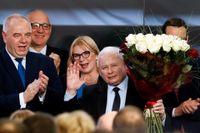 Jaroslaw Kaczynski, ledare för nationalistiska partiet Lag och rättvisa (PIS), utropade sig på söndagskvällen till segrare i det polska parlamentsvalet.