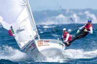 Med endast fredagens finalrace kvar av 470-VM i Enoshima ligger Anton Dahlberg/Fredrik Bergström på femte plats, med bra chans att ta ett VM-brons. Kampen om guld och silver står mellan Australien och Spanien.