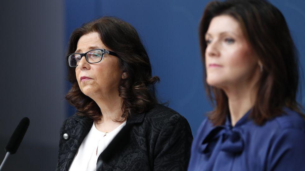 Arbetsförmedlingens generaldirektör Maria Mindhammar begär flera miljarder mer i anslag för nästa år av regeringen och Arbetsmarknadsminister Eva Nordmark (S). Arkivbild.