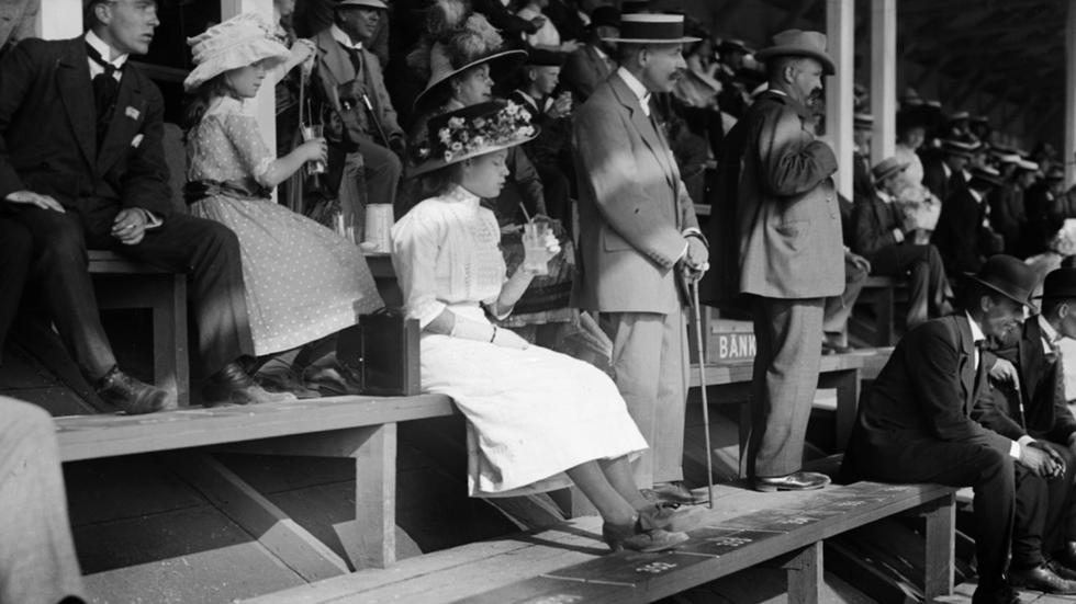 """Publikbild från """"solskensolympiaden"""" i Stockholm 1912."""