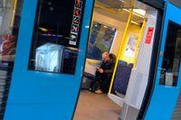 Det omdebatterade förslaget om dyrare kollektivtrafik i Stockholms län kan frysa inne.