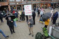 I helgen hölls en protest i Lidingö centrum mot planerna på ett tiggeriförbud. Rune Forsbeck var en av dem som deltog med plakat.