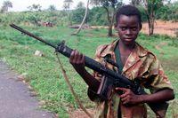 Abu Kamara, 14-årig soldat i Sierra Leone.