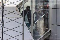 Tre svenska IS-kvinnor och deras sex barn som utvisats från Syrien landade på Arlanda på måndagen.