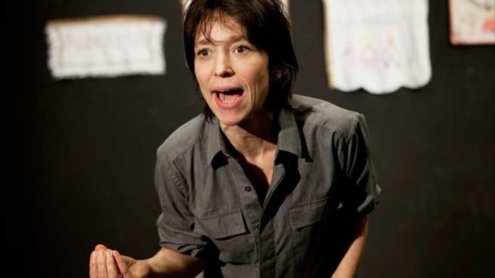 Turteatern säljer biljetter som aldrig förr efter sin version av  Scummanifestet. Andrea Edwards spelar i pjäsen.