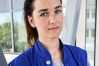 Rebecka Trolle är färdigutbildad sjuksköterska, men måste jobba som undersköterska.