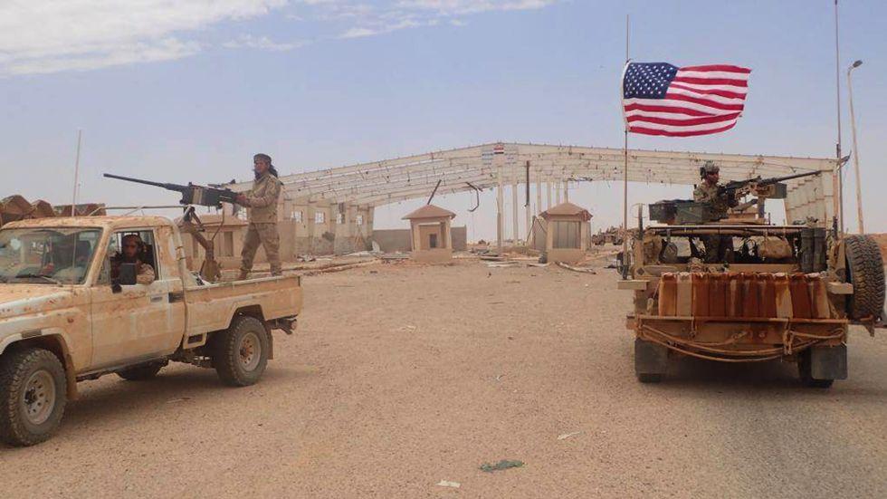 USA-ledda trupper vid At Tanf. Arkivbild.