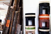 Ett enda mått för plank användes för husbyggen på Manhattan under sena 1800-talet. Made of New York-möblerna är tillverkade av sådana bjälkar från rivna hus.