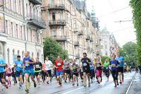 Löpare på Valhallavägen under Stockholm Marathon 2014.