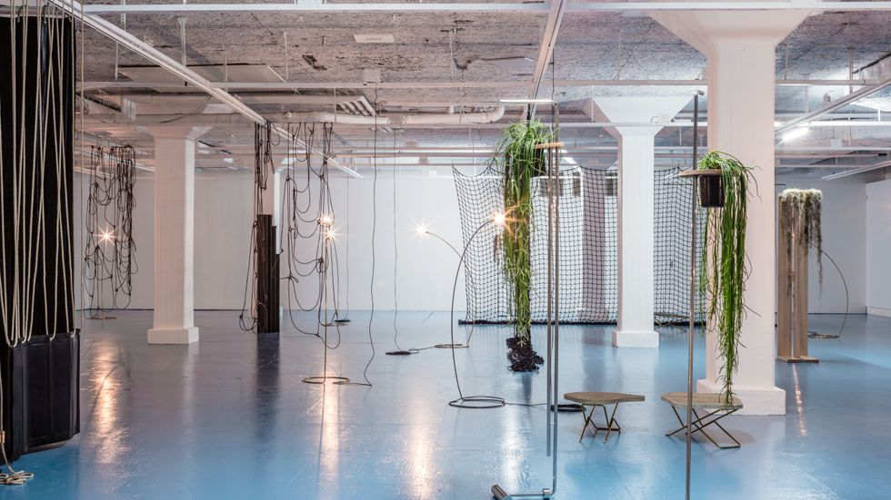 Leonor Antunes, Discrepancies with G.G. Installationsvy på Tensta konsthall.