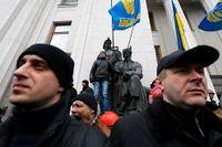 USA har erkänt Ukrainas nya regering som legitim och har varnat Ryssland för att ytterligare trappa upp läget.
