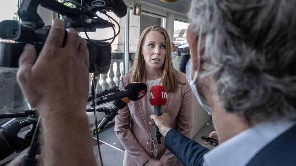 Ska C böja sig för Vänsterpartiet eller riskera en regering som tar stöd av Sverigedemokraterna?