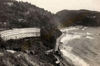 Meadfoot beach i Torquay med Osbourne hotel.