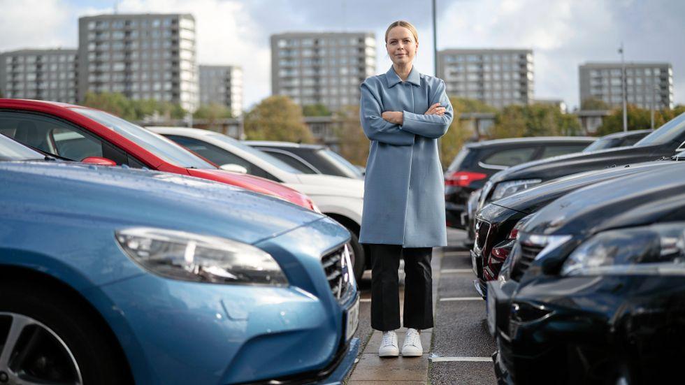 Biltillverkarna måste bli bättre på att visa hur stor miljöpåverkan en elbil har. Det anser Fredrika Klarén, hållbarhetschef på Polestar.