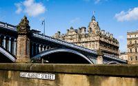 Det finns ett Edinburgh bortom både whisky, öl och kiltar. Ett som varken har med traditioner eller klichéer att göra. SvD visar vägen dit.