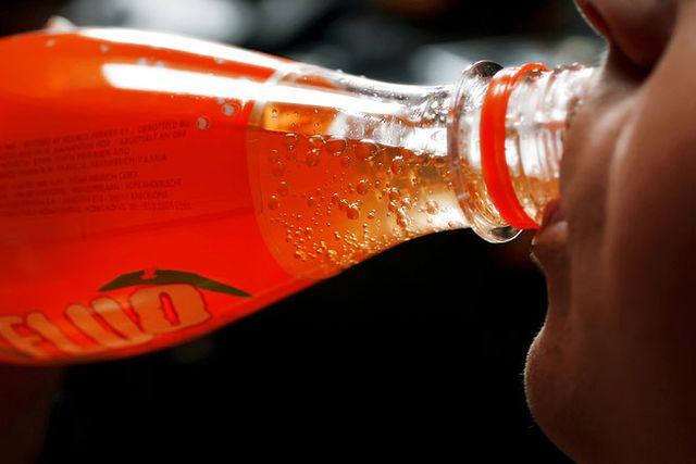 Så lite som en burk läsk om dagen ökar risken att drabbas av diabetes med en femtedel, visar en ny studie.