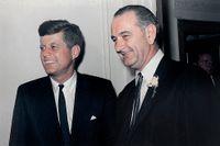 John F. Kennedy och Lyndon B. Johnson.