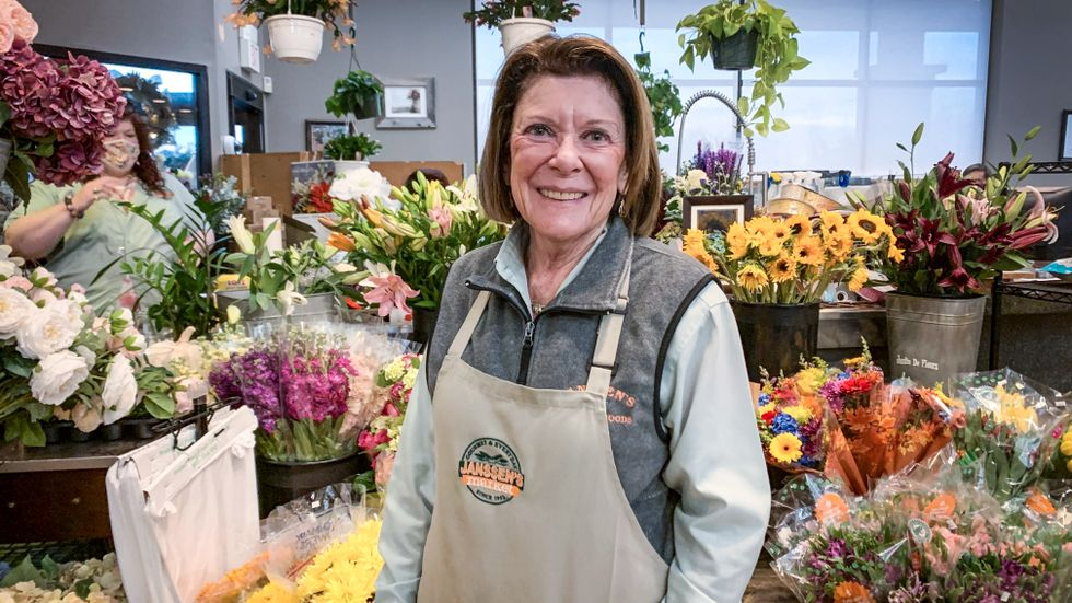 Eileen Janssen, 78, ägare till matmarknaden Janssen's där Joe Biden brukar köpa blommor till sin fru Jill Biden.