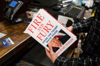 Den skandalomsusade boken säljs i bokhandeln Barnes & Noble i Philadelphia.