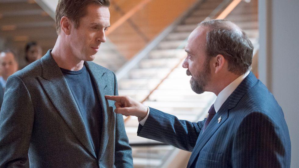 """Damian Lewis och Paul Giamatti – två mäktiga män som vill varandra illa. """"Billions"""" har premiär på måndag i HBO Nordic."""
