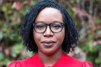 """Den amerikanska författaren Lesley Nneka Arimah har belönats med ett flertal novellpriser. """"När en man faller från himlen"""" handlar bland annat om en mor och en dotter som lever på att råka ut för """"olyckor""""."""
