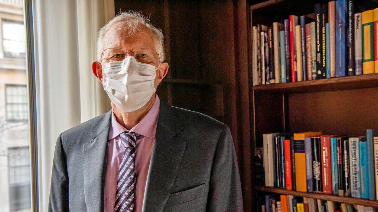 När vaccinet mot covid-19 är tillgängligt kommer nobelpristagaren Charles M Rice att vaccinera sig.