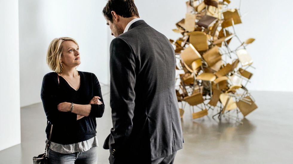 """""""The square"""" är på det hela taget Claes Bangs film – tyvärr förblir Elisabeth Moss kärlekskranka journalist mest en skiss."""