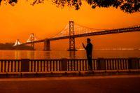 Kvällshimlen över San Francisco blir orange på grund av bränderna, 9 september.