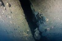 Bild ur ny dokumentärserie på ett hål i skrovet på Estonia, som sjönk 1994. Hålet är enligt uppgifterna i dokumentärserien fyra meter högt och har tidigare delvis ha legat dolt mot sjöbottnen. Bilden tagen av en dykrobot.