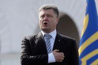 Ukrainas president, Petro Porosjenko, upplöser parlamentet och utlöser nyval.