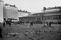 Hötorget 1931 – en lördag efter det att torghandlarna har gått hem för dagen.