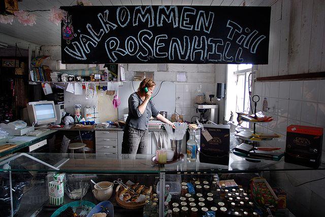 Rosenhill på Ekerö har kafé och musteri.