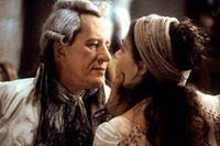 """Geoffrey Rush i rollen som markis de Sade i Philip Kaufmans film """"Quills"""" (2000)."""