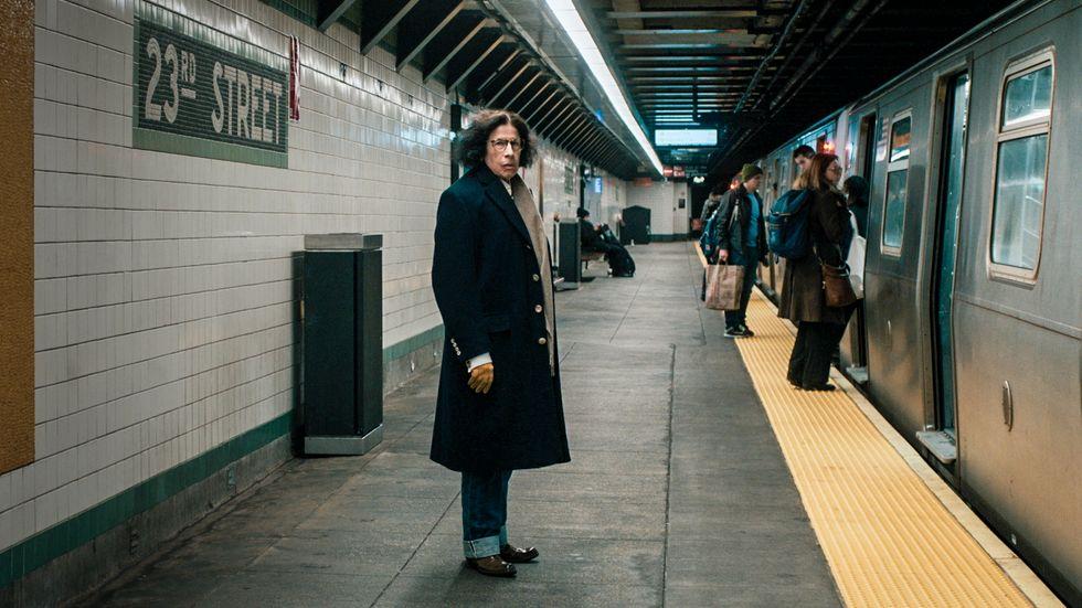 Fran Lebowitz på väg i New Yorks tunnelbanesystem.