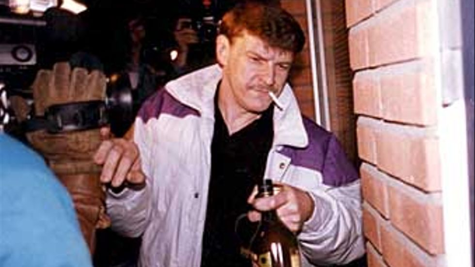 Christer Pettersson möter pressen på väg hem efter att ha blivit frikänd för mordet på Olof Palme.