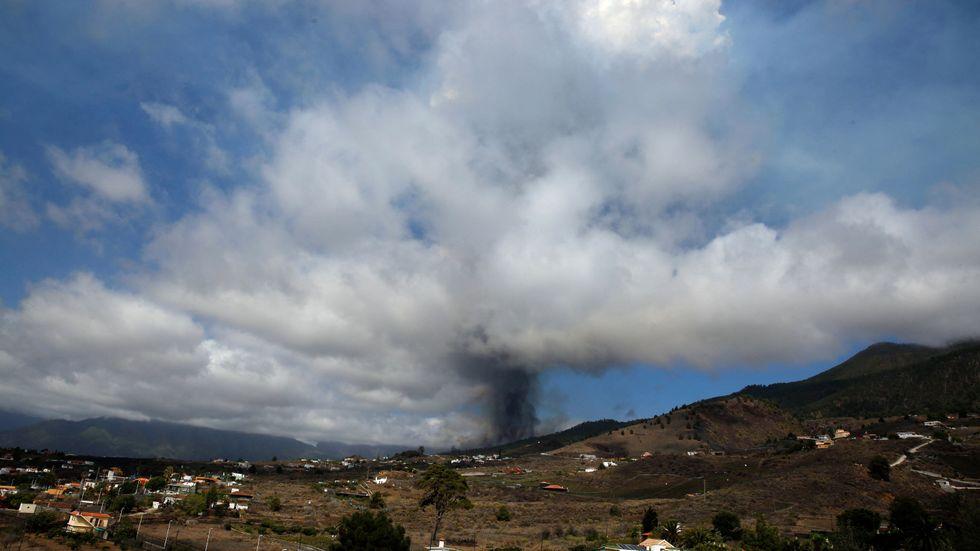 Ett vulkanutbrott pågår på La Palma, Kanarieöarna, vid området Cumbre Vieja.