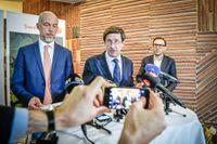 Swedbanks ordförande Lars Idermark håller en kort presskonferens efter att bolagets stämma avslutats.