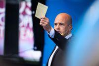 Fredrik Reinfeldt (M) spelar ett högt spel i valspurten enligt SvD:s politiske kommentator, Göran Eriksson.