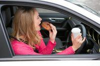 På Cypern får man varken äta eller dricka när man kör bil.