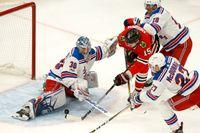New York Rangers målvakt Henrik Lundqvist räddade 30 skott, men byttes ut efter att ha släppt in fyra mål. Chicago vann med 6–3.